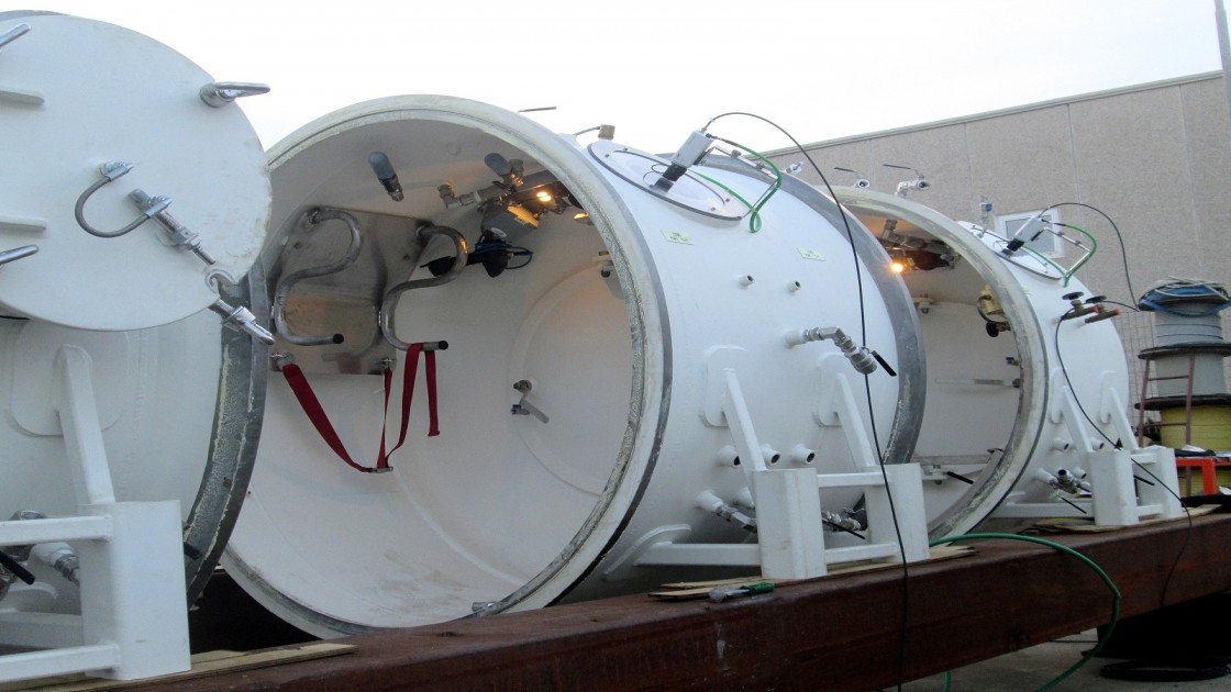 Sectional hyperbaric chambers